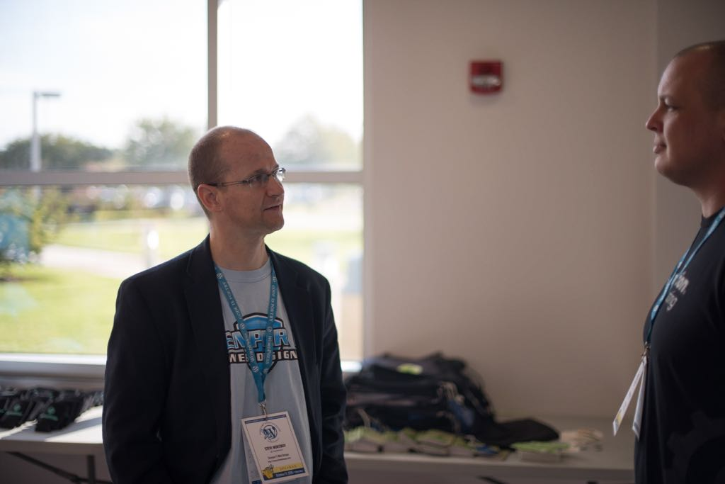 Photo of Steve Mortiboy speaking to an attendee at WordCamp Hampton Roads 2015